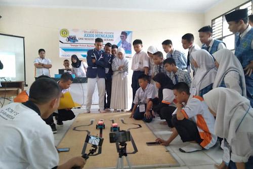 Siswa dan Siswi Sekolah Menengah Kejuruan Negri (SMKN) 4 Kota Serang