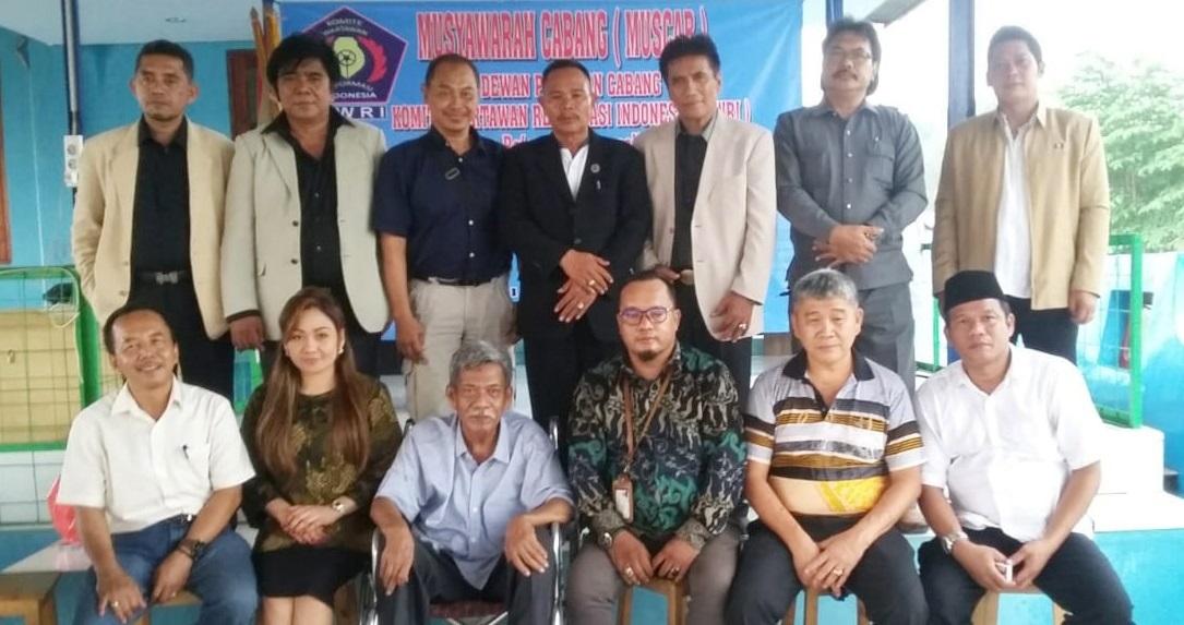 Agie Rahmatullah (tiga dari kanan depan) bersama Komite Wartawan 1