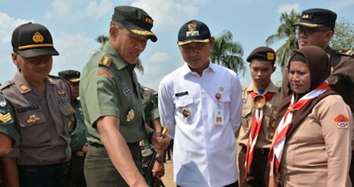 Wakil Bupati Tangerang H. Mad Romli bersama Danrem 052 Wijayakrama Kolonel Infanteri Tri Budi Utomo
