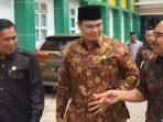 Foto Walikota Serang Syafrudin (kiri), Ketua DPRD Kota Serang Budi Rustandi, Didampingi Kepala Dinas Kesehatan M. Ikbal (kanan) saat berbincang tentang kesiapan menjelang launching RSUD Kota Serang.