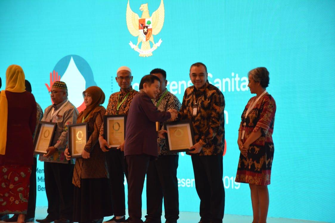 Zaki juga berharap semoga dengan penghargaan ini para kepala sekolah dan pengurus pondok pesantren bisa menjadikan kita bangga dan rasa memiliki terhadap sanitasi yang telah dibangun oleh pemerintah Kabupaten Tangerang, dan juga dapat dirawat serta dijaga dengan baik.