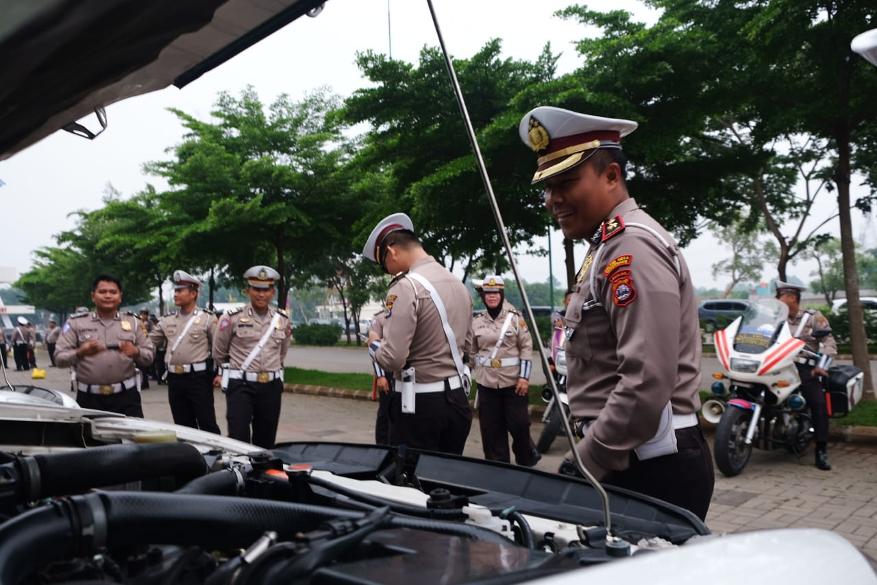 Satuan Lalu Lintas Polresta Tangerang menggelar apel pemeriksaan kelengkapan kendaraan dan perorangan atau personel, Senin (16/12/19) di Kawasan Biz Point, Kecamatan Cikupa, Kabupaten Tangerang.