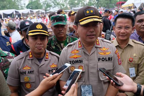 Kapolda Banten, Irjend Pol Tomsi Tohir memberi keterangan kepada pers.
