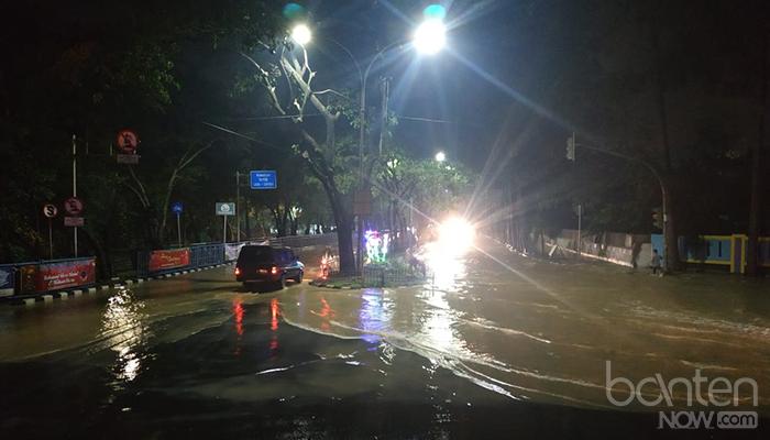 Banjir di Tugu Adipura, Jalan Mochammad Yamin (2)