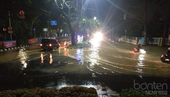 Banjir di Tugu Adipura, Jalan Mochammad Yamin (3)
