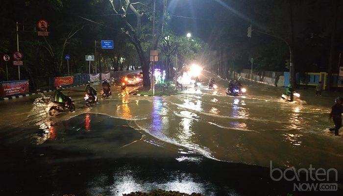 Banjir di Tugu Adipura, Jalan Mochammad Yamin (4)