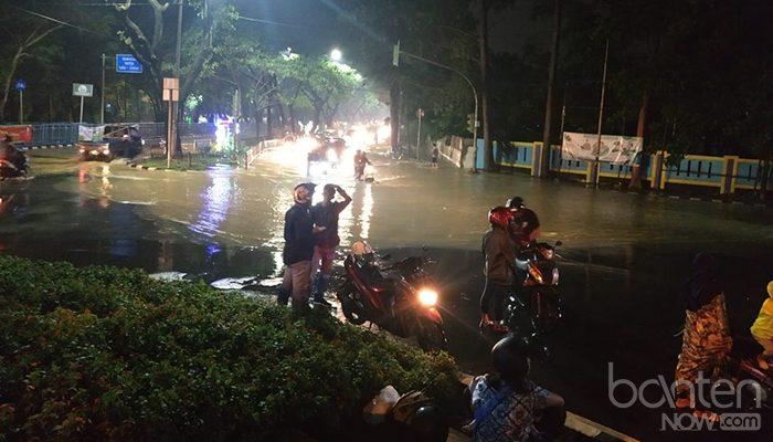 Banjir di Tugu Adipura, Jalan Mochammad Yamin (5)
