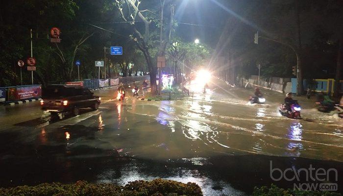 Banjir di Tugu Adipura, Jalan Mochammad Yamin (6)