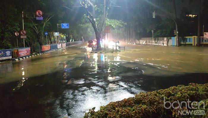 Banjir di Tugu Adipura, Jalan Mochammad Yamin (7)