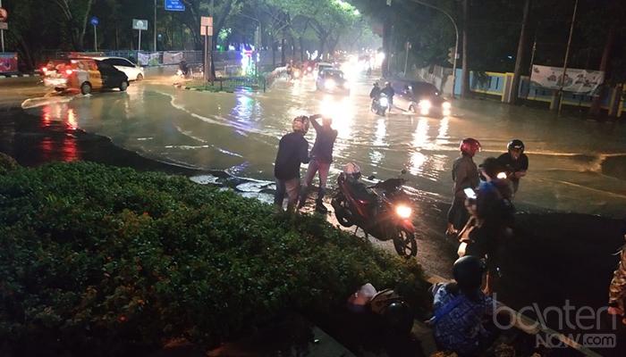 Banjir di Tugu Adipura, Jalan Mochammad Yamin (8)