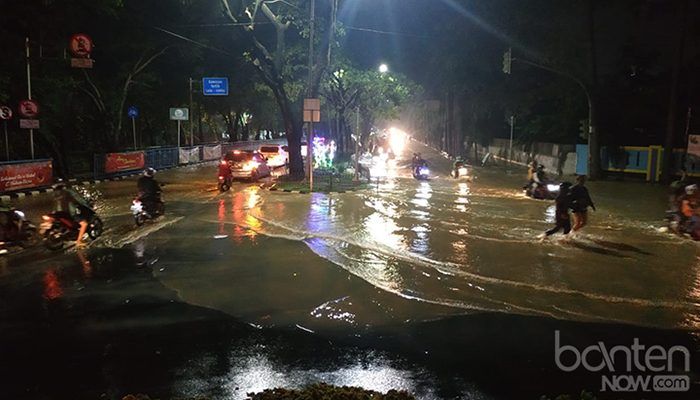 Banjir di Tugu Adipura, Jalan Mochammad Yamin (9)