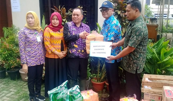 Diskominfo Kabupaten Tangerang Salurkan Bantuan Untuk Korban Banjir