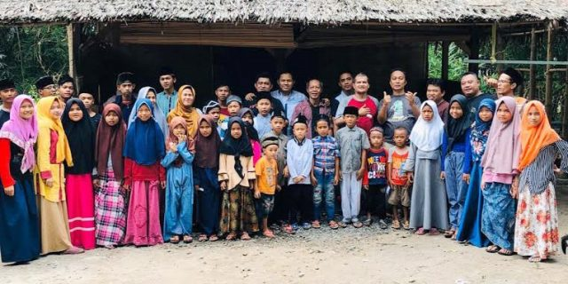 Berbagi Rezeki Keceriaan Bersama Anak Yatim Piatu