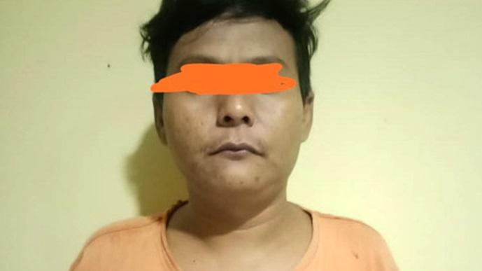 Foto Tersangka pengedar Sabu DM (33).
