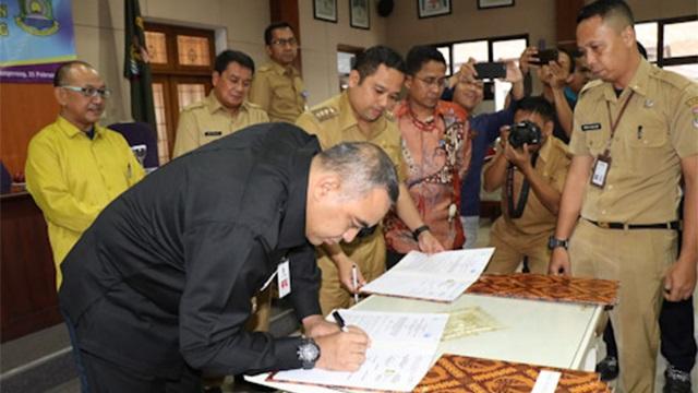 tanda tangan penyerahan aset