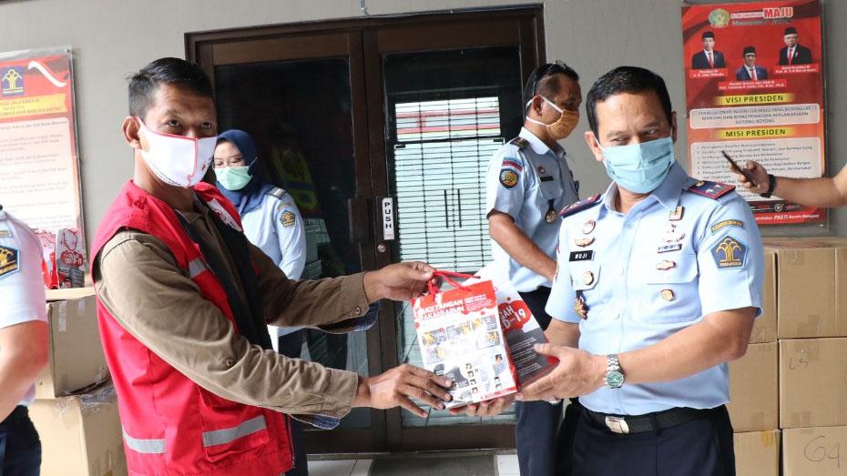 Jajat_Napi Lapas Jambe Dapat Bantuan 6.000 Masker dari PMI Kabupaten Tangerang