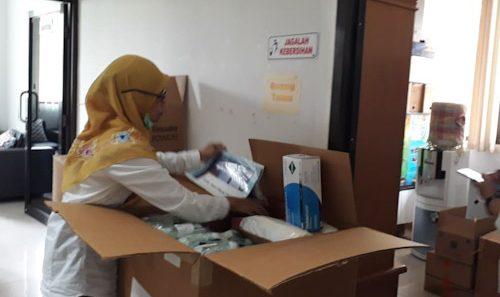 Dinas Pertanian dan Ketahanan Pangan Kabupaten Tangerang Bantu 300 Paket APD ke Dinkes