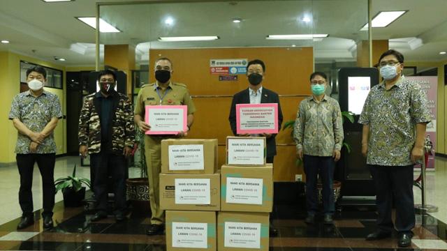 Korean Association Tangerang Salurkan Bantuan APD dan Paket Sembako