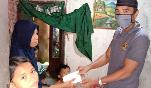 Janda Anak Tiga Bingung Mau Makan, PWI Cilegon Beri Bantuan