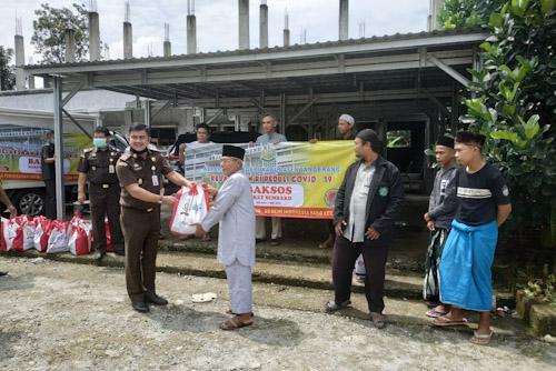Kejari Kabupaten Tangerang Baksos ke Warga Dampak Covid-19