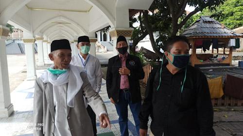 Ultah, Mad Romli Sambangi KH. Abuya Uci Cilongok, Sumbang Ribuan Paket Sembako