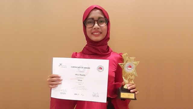 Aliya Hanifa, Peraih Gold Award Arts Festival Singapura