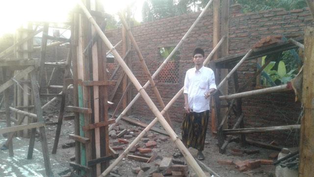 Pandemi Covid-19 Belum Berakhir, Mushalla Al Munajat Kampung Seuat Paniis Ambruk