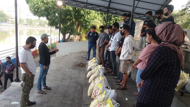 Pengurus Olahraga Dayung Kabupaten Tangerang Berikan Bantuan Sembako