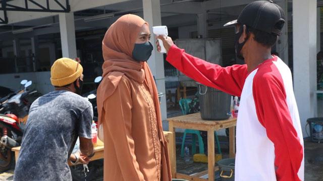 Polisi dan Tentara Jaga Pintu Masuk Pasar Gudang Tigaraksa