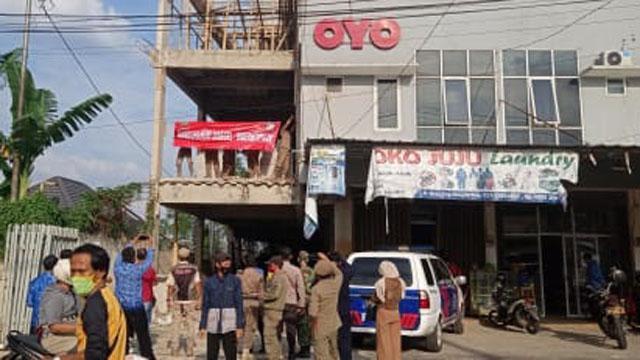Proyek Pembangunan Hotel Oyo Disegel Satpol PP