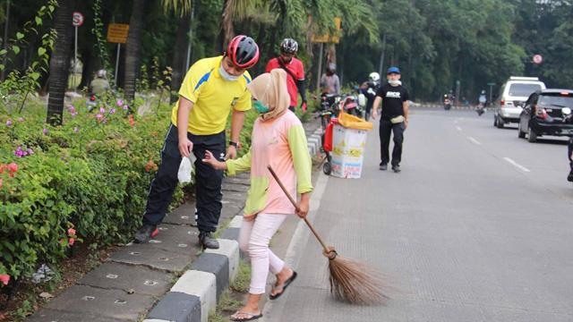 Naik Sepeda, Arief Cek Jalan Rusak dan Fasilitas Publik