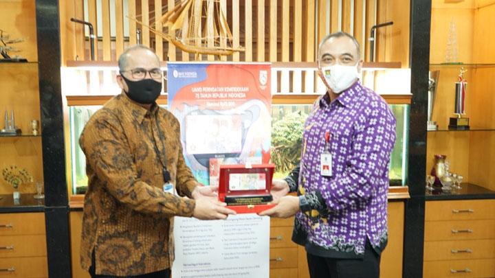 Bupati Tangerang Terima Uang Kemerdekaan RI Pecahan Rp 75 Ribu