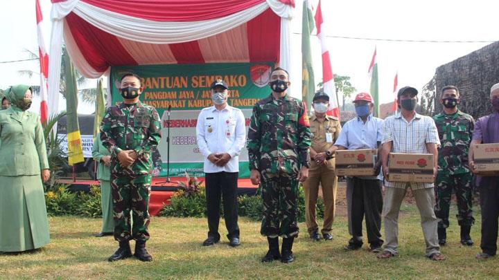 Ribuan Warga Tiga Kecamatan Dapat Bantuan 3.000 Paket Sembako dari Pangdam Jaya